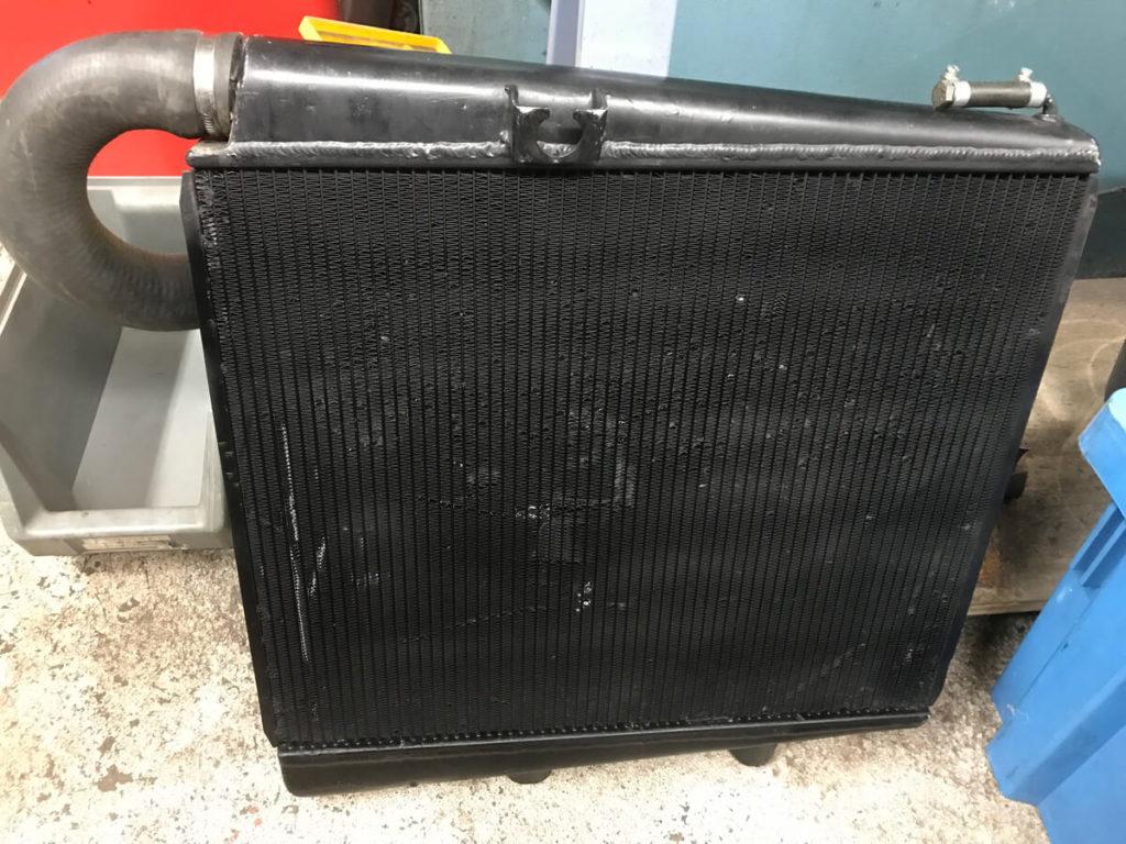 Originaler gebrauchter DTM Schrägeinbau Wasserkühler